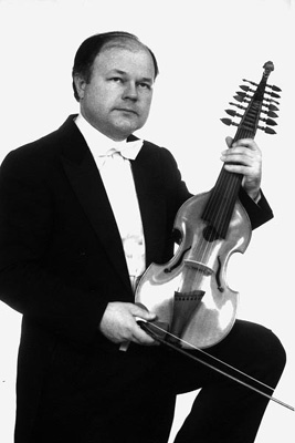 Artur Paciorkiewicz with his viola d'amore