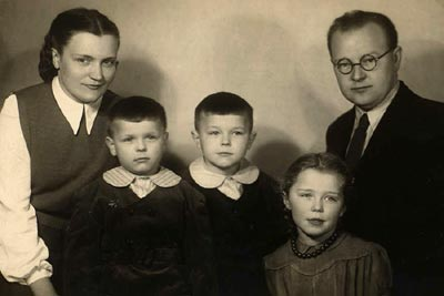 Tadeusz and Zofia with their children